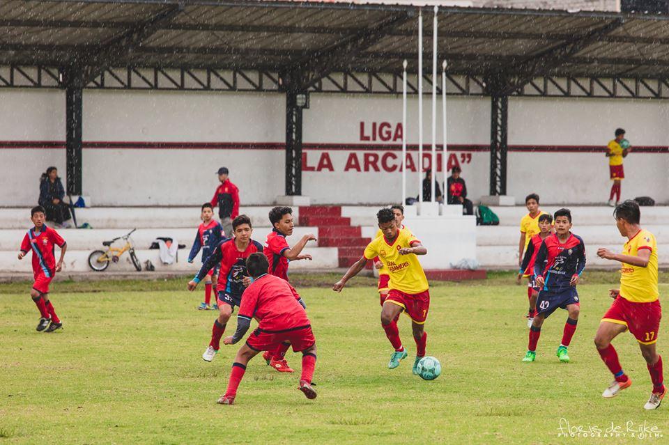 foto's voetbalwedstrijd 12-16