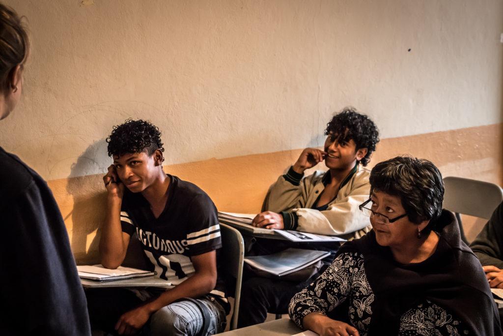 Engelse les in La Arcadia, Quito