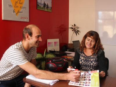 Spaans lerares Mónica stelt zich voor