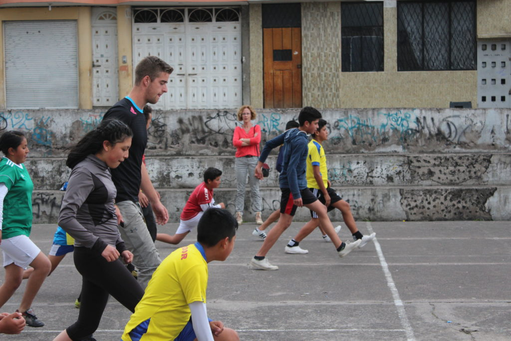 Warming-up tijdens voetbaltraining in Ecuador