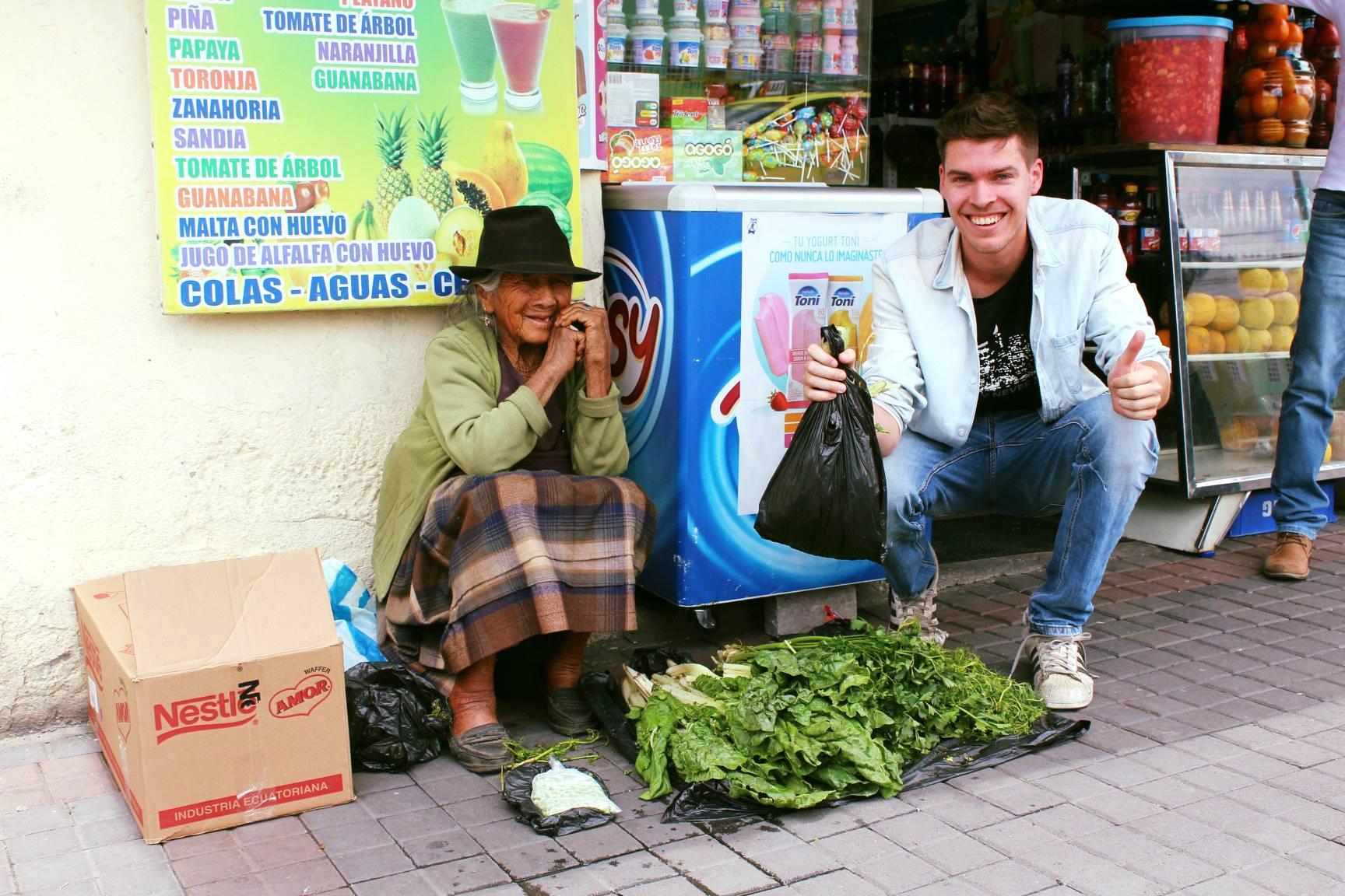 Met de opbrengsten van de pubquiz deelden we begin oktober manden met eten uit aan de meest hulpbehoevende mensen in de wijk.