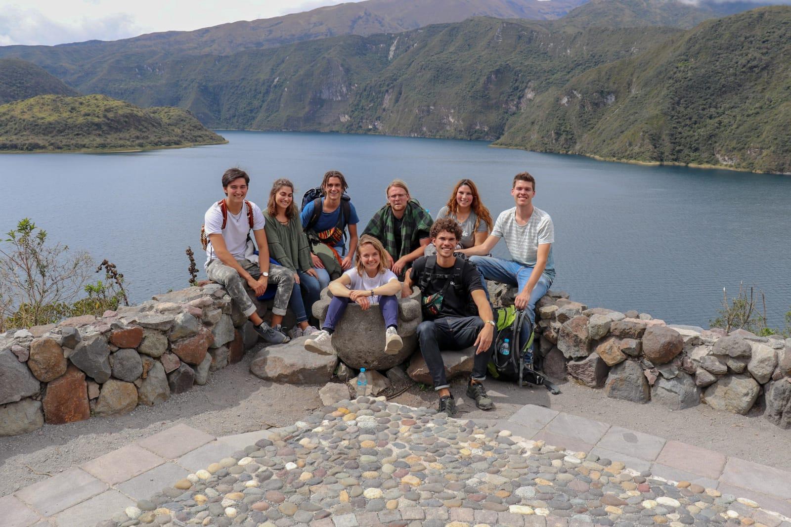 Ieder weekend trekken onze vrijwilligers en stagiairs er op uit om Ecuador te verkennen. In oktober bezochten ze o.a. de wereldberoemde indianenmakt in Otavalo en het Quicocha-meer.
