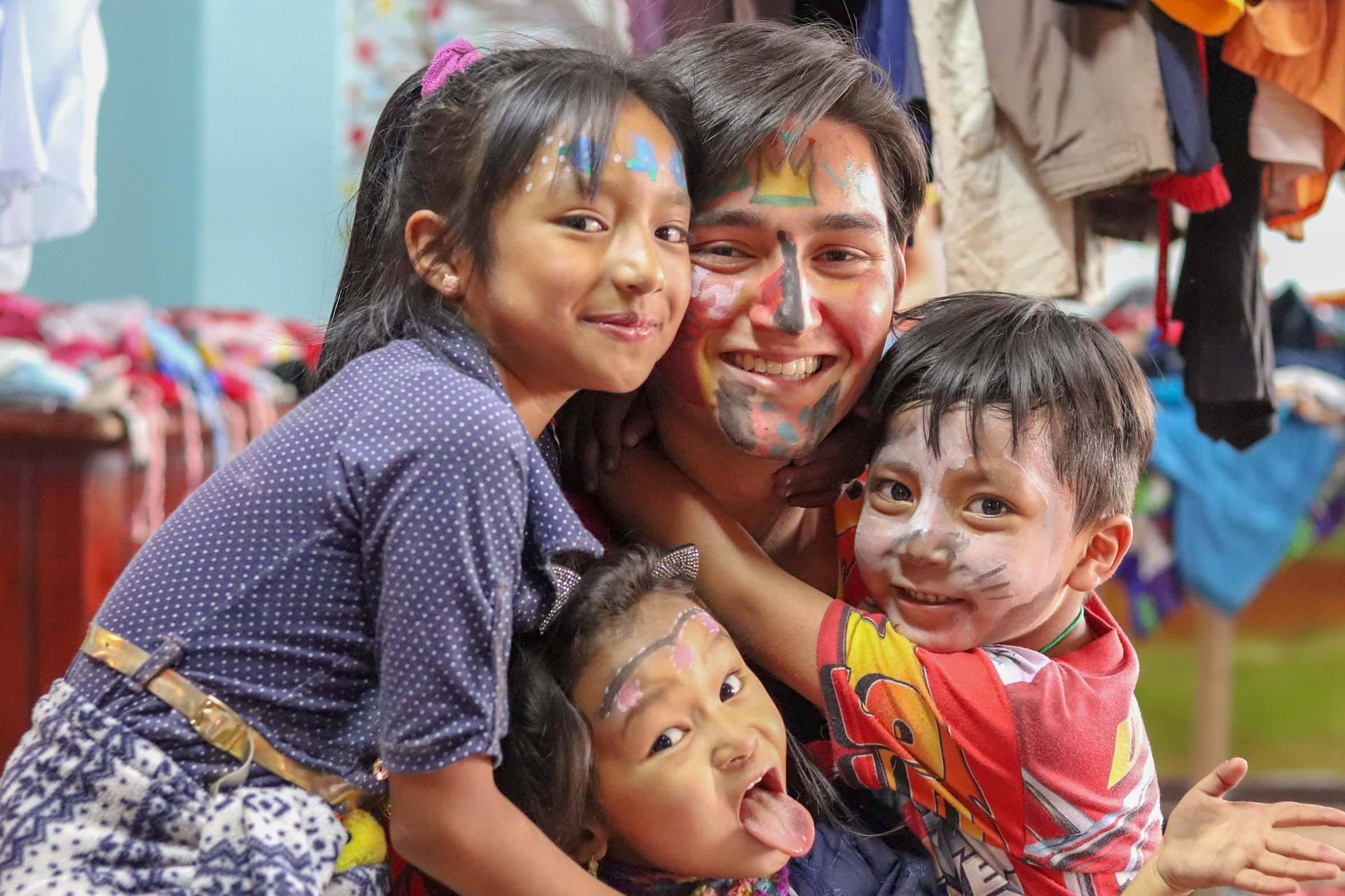 Zoals gebruikelijk schminkten we ook weer de gezichten van de kinderen én de vrijwilligers.
