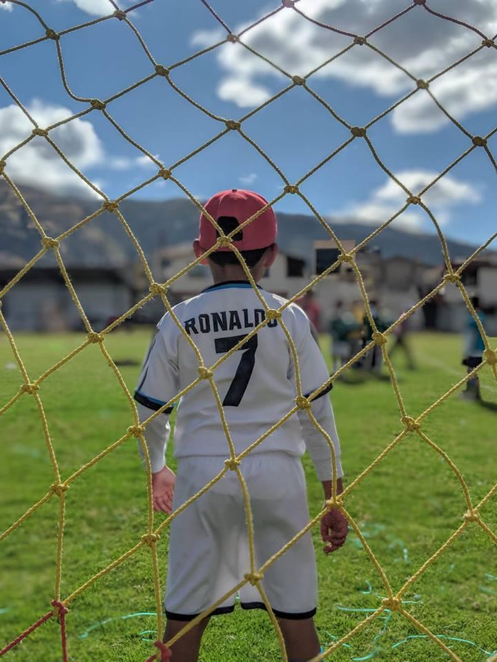 Alhoewel veel kinderen in onze voetbalschool een shirtje dragen met de naam van Messi, Ronaldo of Neymar blijft keepen onverminderd populair.