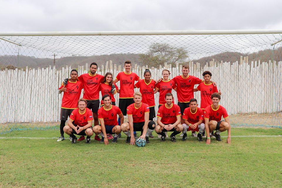 Inauguratie voetbalveld Canoa
