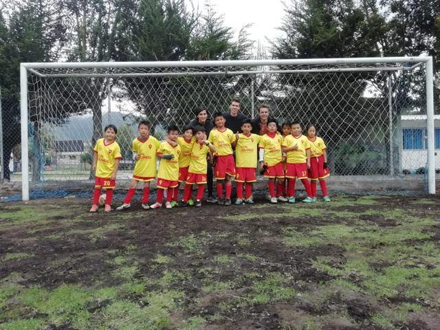 In januari zijn we onze zelf georganiseerde voetbalcompetitie in het zuiden van Quito gestart. De jongens van onze getalenteerde 9-11 jaar groep strijden tegen drie andere teams om de felbegeerde Copa del Sur. De eerste wedstrijd tegen Oriente eindigde in een boeiend gelijkspel: 4-4. Over twee weken treden we aan tegen titelkandidaat Nacional.