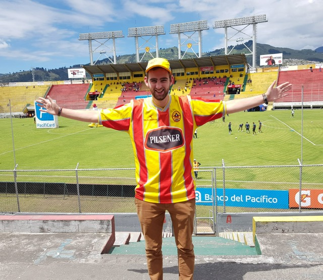 Roland in Aucas-shirt in Estadio Chillogallo
