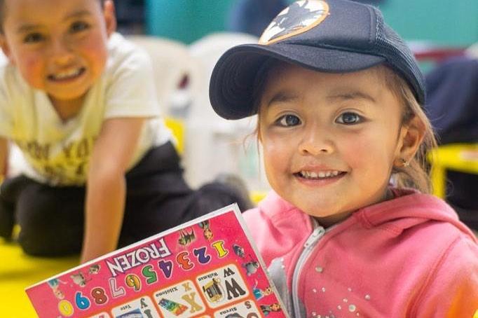 Naast het verzorgen van een gezonde maaltijd voor de kinderen wordt er ook Engelse les gegeven, worden er sportactiviteiten georganiseerd en is er les over voeding en dieet.